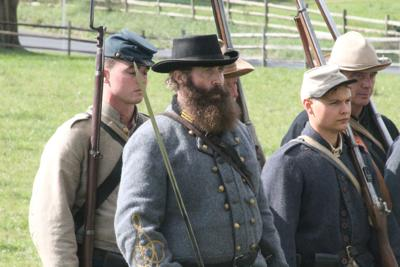 Despite re-enactment woes, Civil War demonstrations attract visitors to plantation