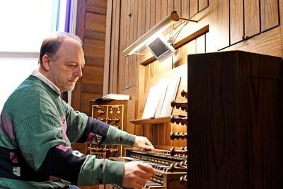 Leendert van Beek plays the organ at B.J. Haan