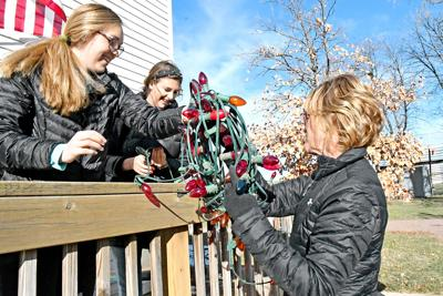 Wreath Walk auction switched to online