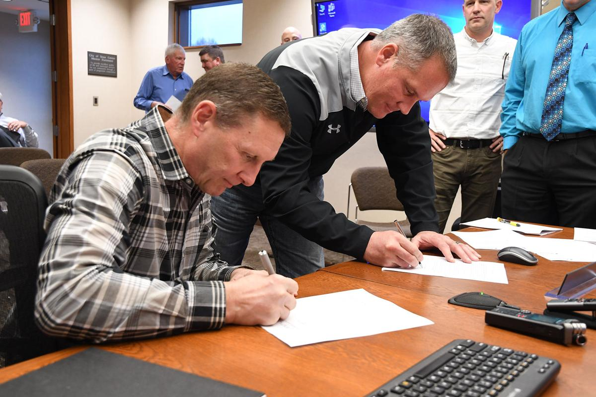 AgriVision, Sioux Center sign agreement