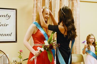 Aimee Hulstein crowned fair queen
