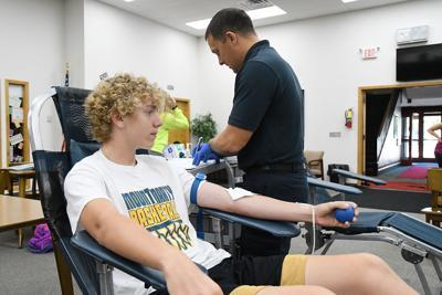 Nathan Klingenberg donates blood
