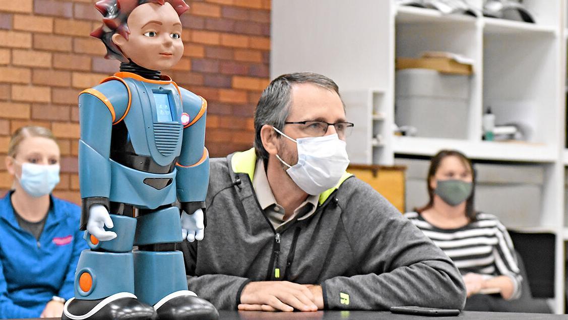 Kinsey Elementary shows robo-teacher