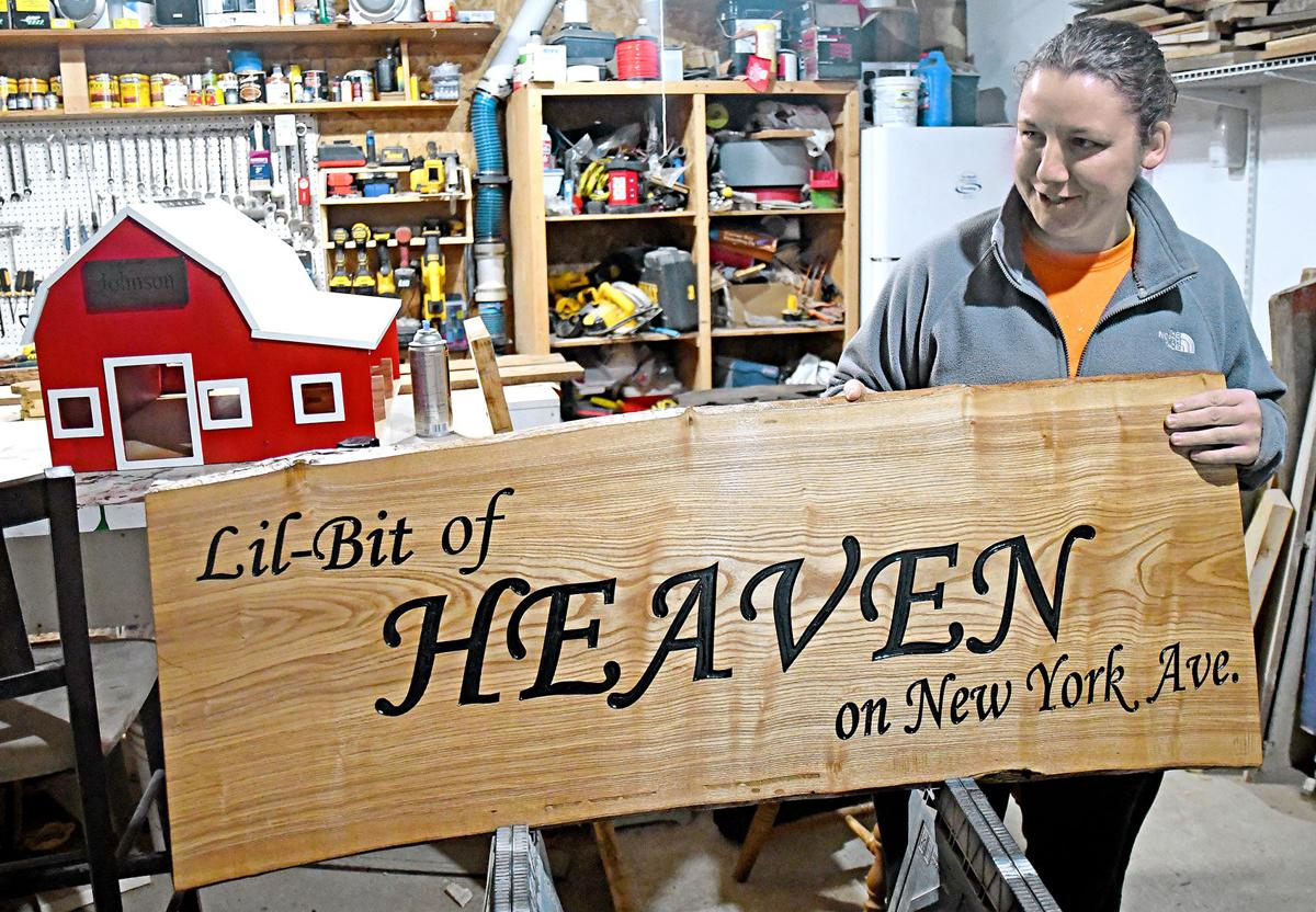 Sibley couple create custom-carved signs