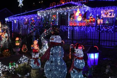 Sheldon family's lights are a tradition