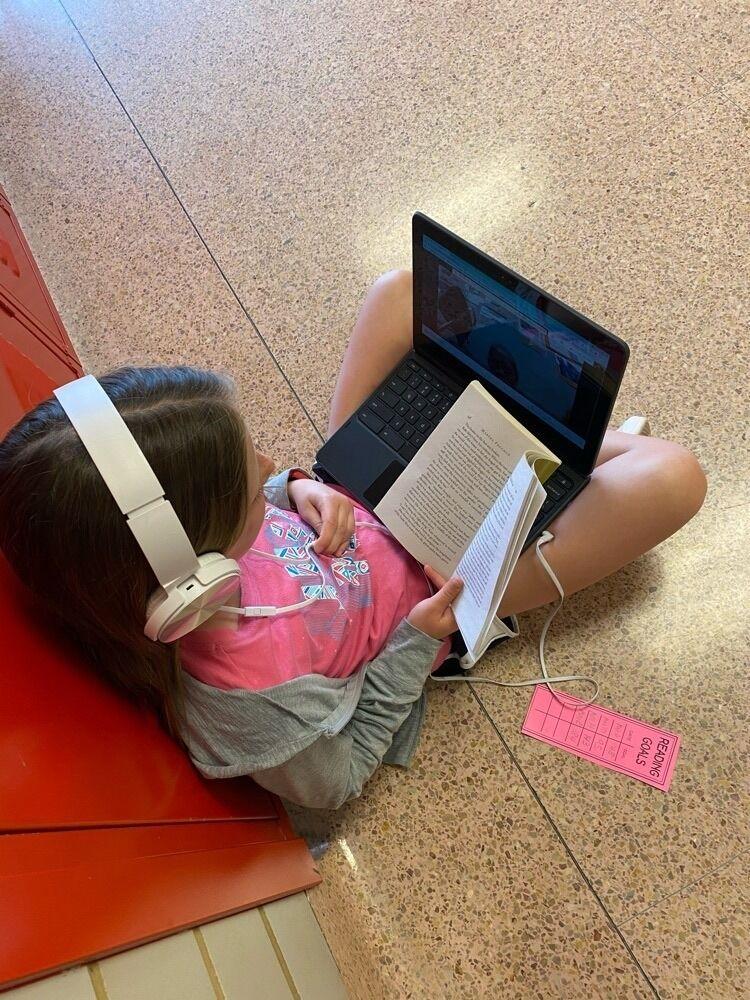 Sheldon students talk reading projects