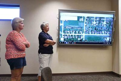 Neighbors talk drainage with Sioux Center