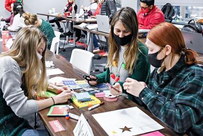 Northwestern students make cards