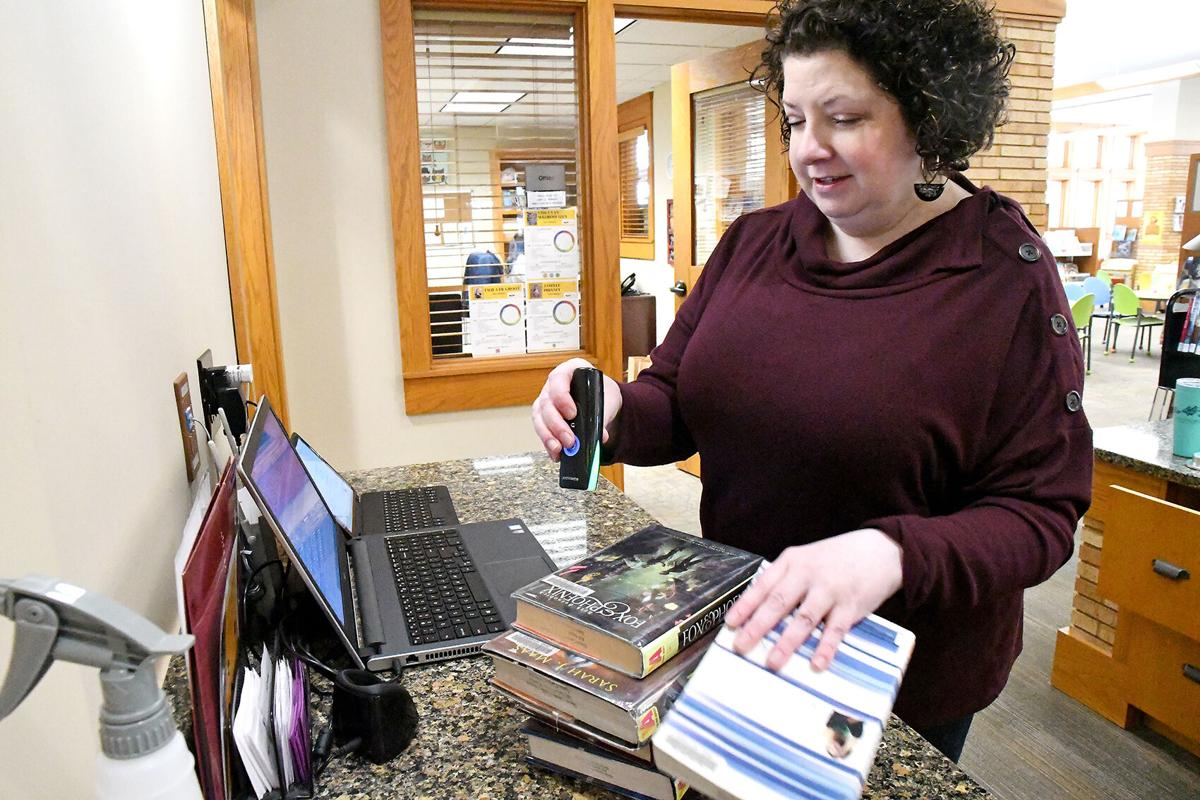 Sioux Center library director returns
