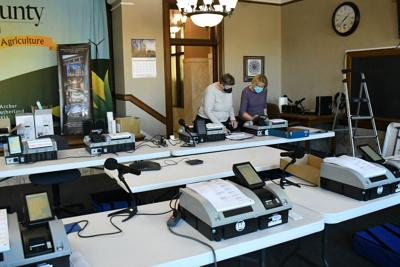 O'Brien County voting machine demo