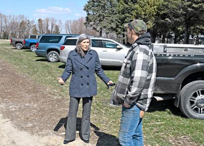 Joni Ernst visits Getting's Garden