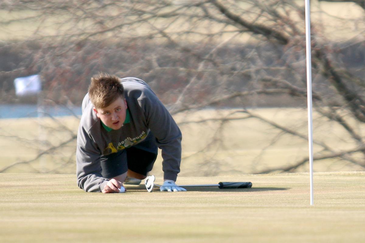Maryville boys golf uses new bays to keep fresh