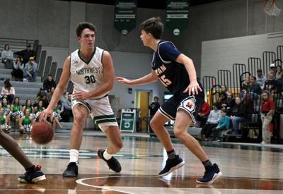 Men's basketball to 8-0 start