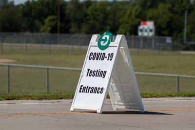 EL - covid testing sign