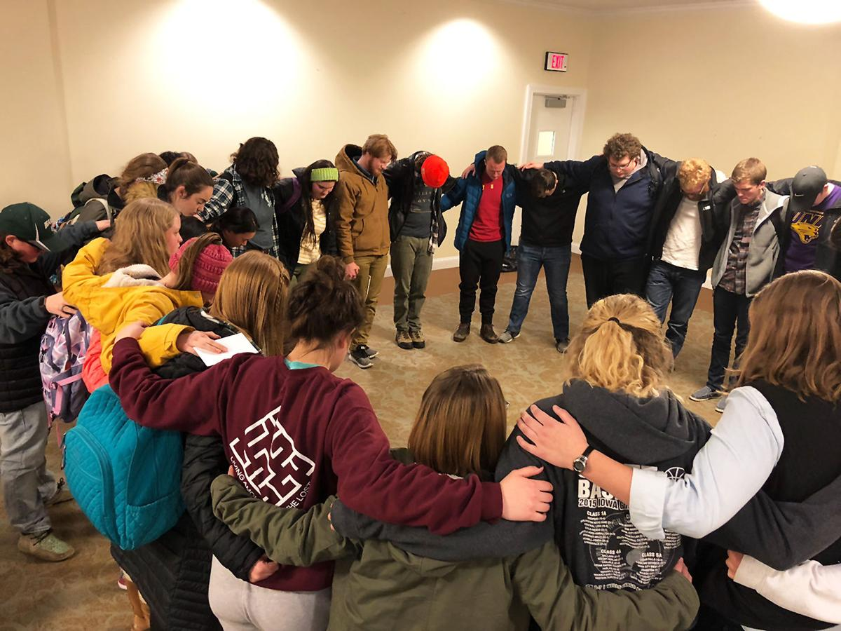 Students Join in Prayer Remembering Lonnae Young