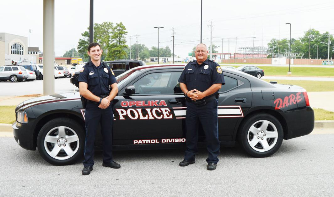 auburn opelika resource officers build positive relationships with students news. Black Bedroom Furniture Sets. Home Design Ideas