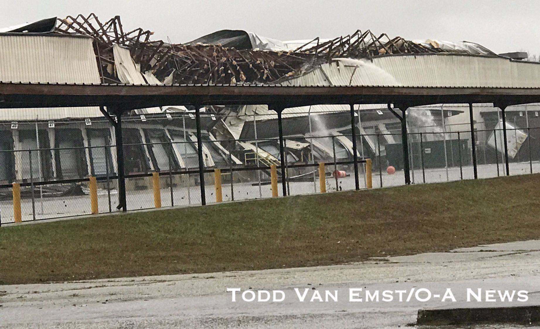 Warehouse collapse & Warehouse roof collapses during storm in Opelika | Local News ... memphite.com