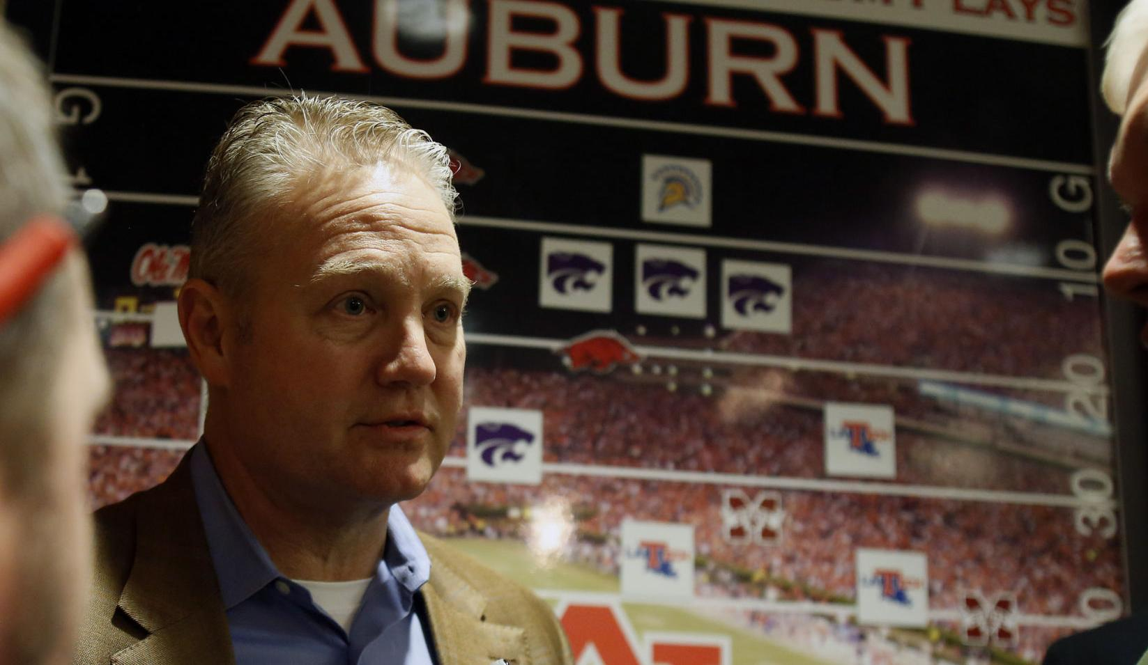 Report: Auburn investigating claim that tutor took exam for football player