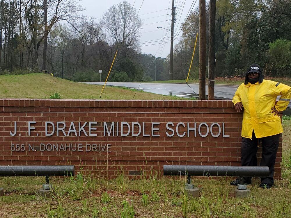 Drake Middle School's Kiiesha Taylor spreads love as crossing guard