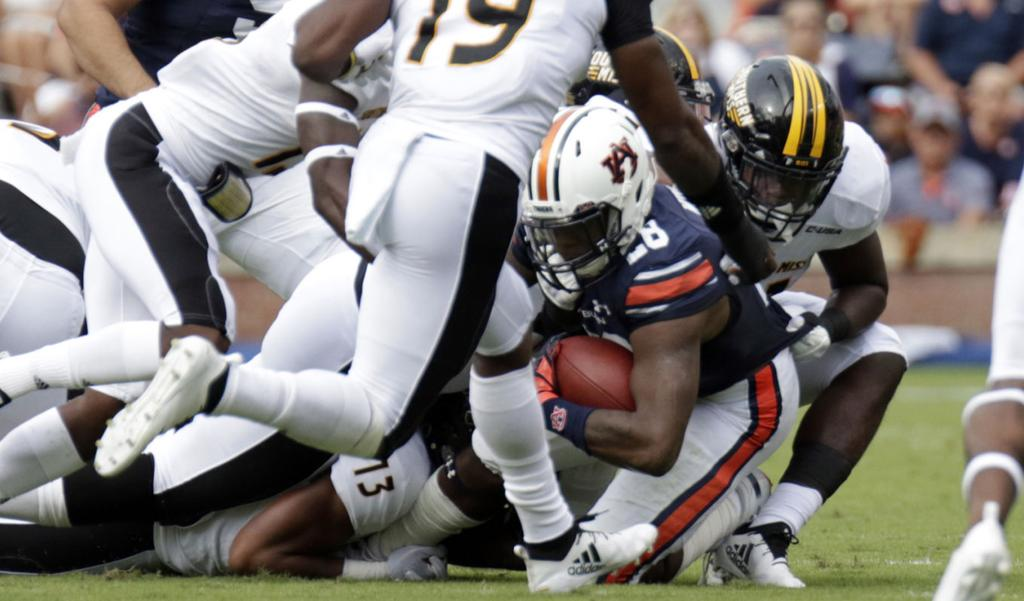 JaTarvious Whitlow leaves Southern Miss game with injury