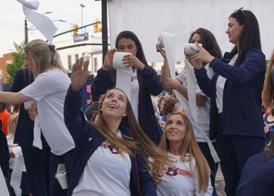 Auburn equestrian team celebrates national championship at Toomer's Corner