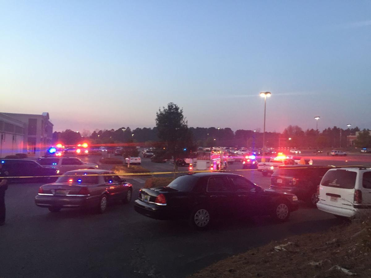 two men wounded in gunfight in auburn mall parking lot auburn. Black Bedroom Furniture Sets. Home Design Ideas