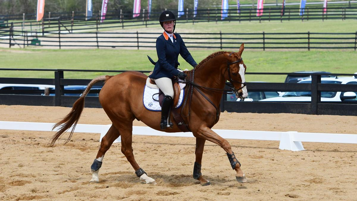 Auburn Equestrian Begins National Championship Defense In