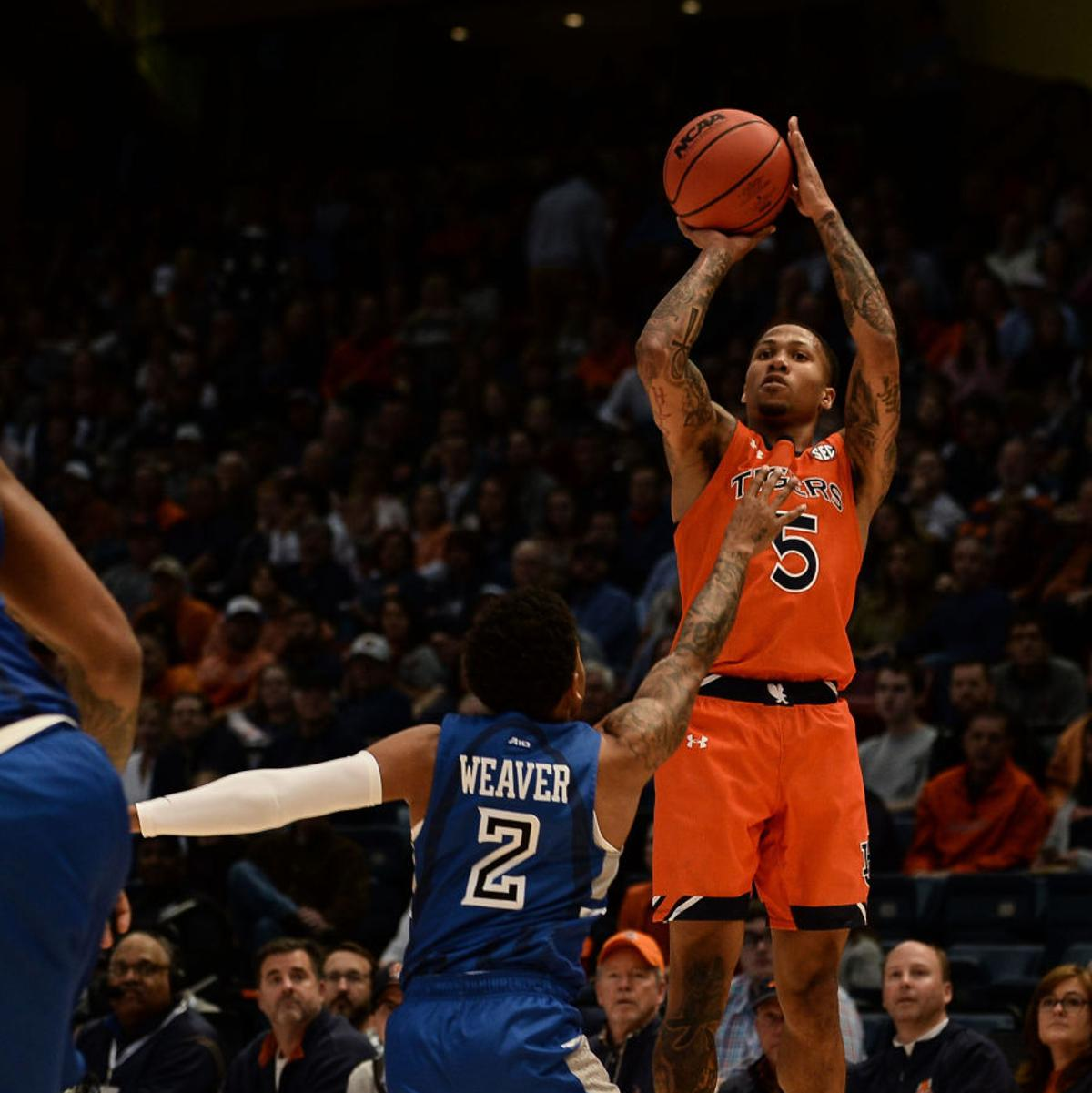 Mccormick Leads Undefeated Auburn To 67 61 Win Over Saint