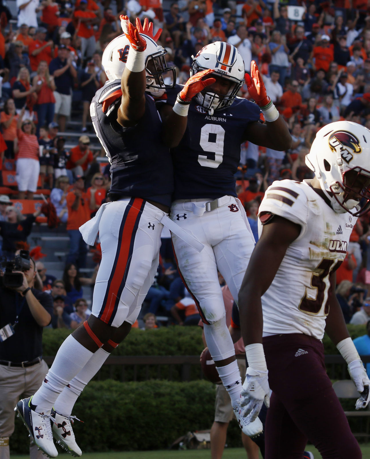 Auburn quarterback Sean White arrested early Sunday