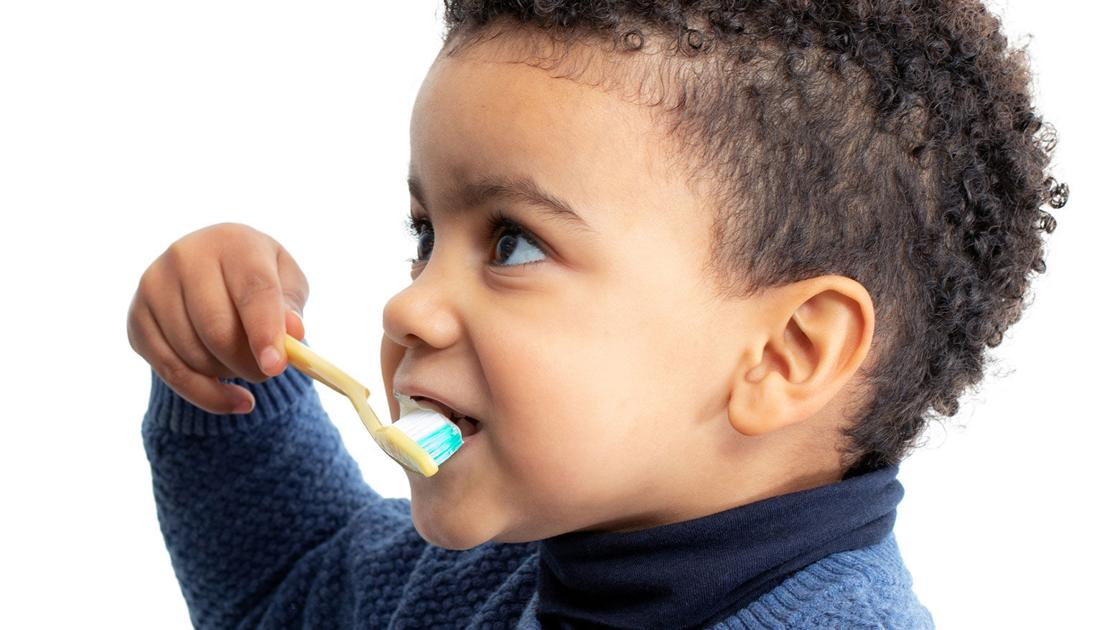 Here's how parents can teach kids to properly brush teeth