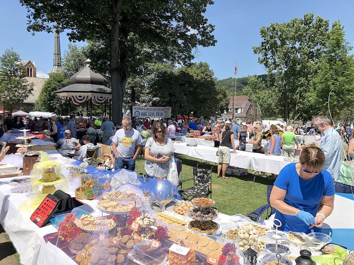 Monongahela sets record for largest wedding cookie table