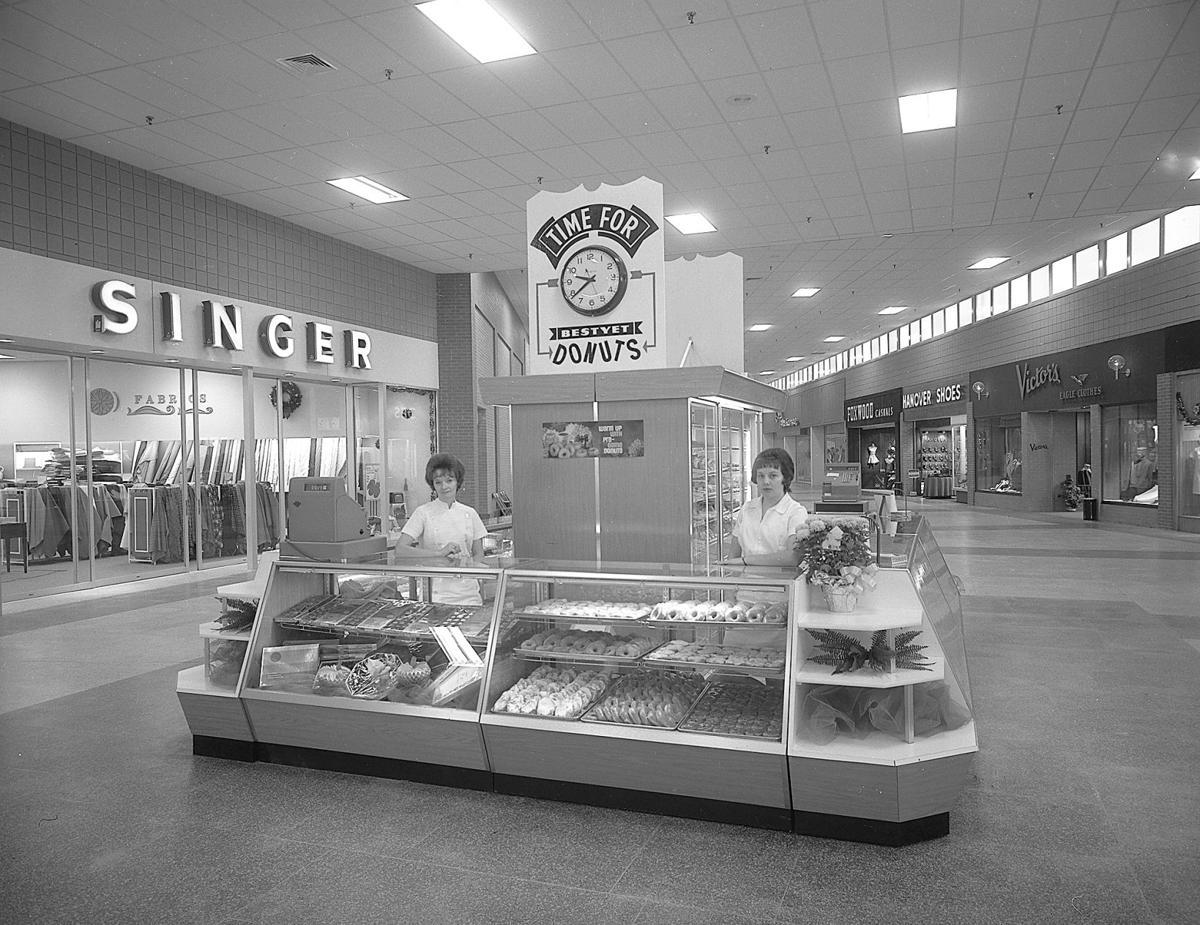 Washington Mall sparks golden memories on golden anniversary