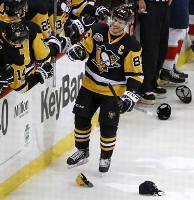 510cfa8ebc5 Crosby s hat trick leads Penguins past Panthers 4-0