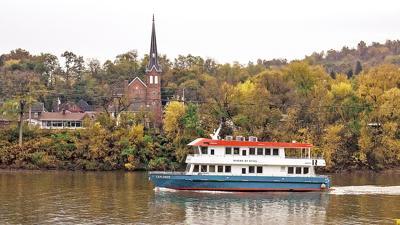 Explorer riverboat photo