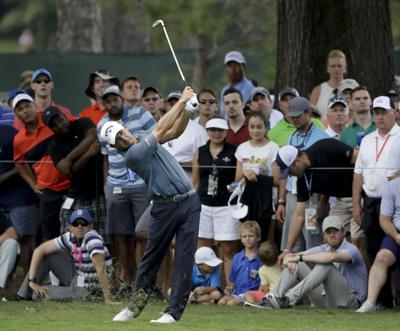 Kisner survives wild finish for PGA lead