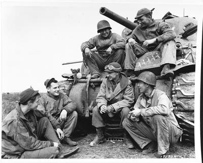 Ernie Pyle with tank crew