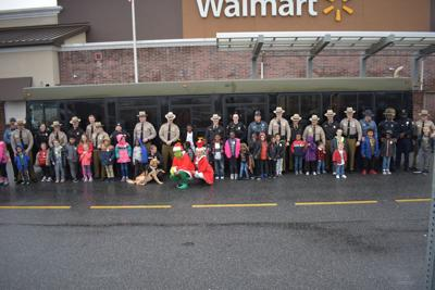 Thirty-two children shopped with cops at Berlin Walmart