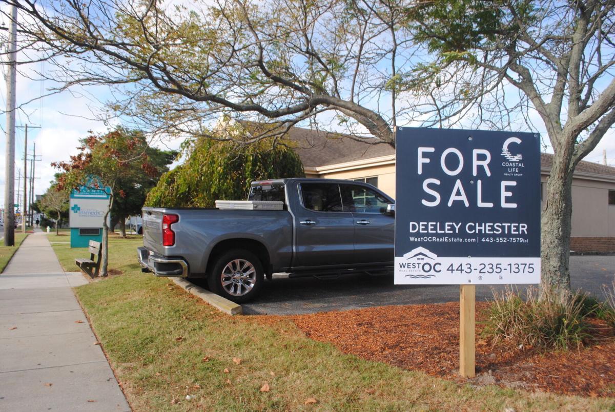 For sale sign-10th street med.JPG