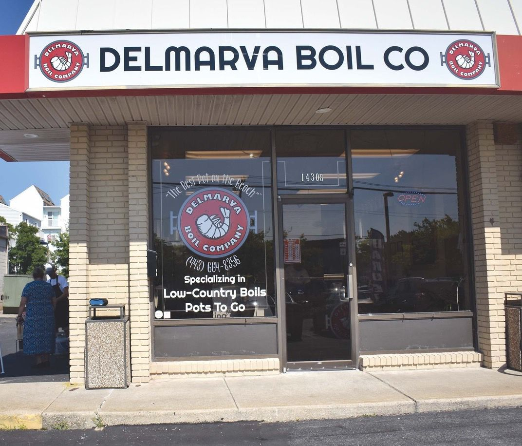 Delmarva Boil Co  offers catering in homes, pots to go