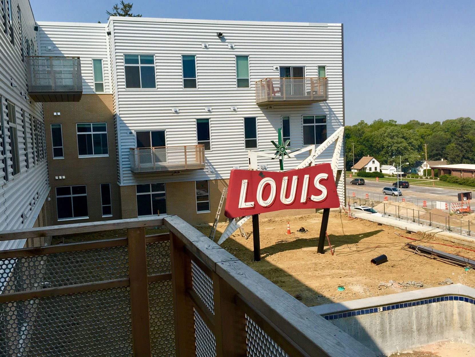 Louis Market Sign New Location