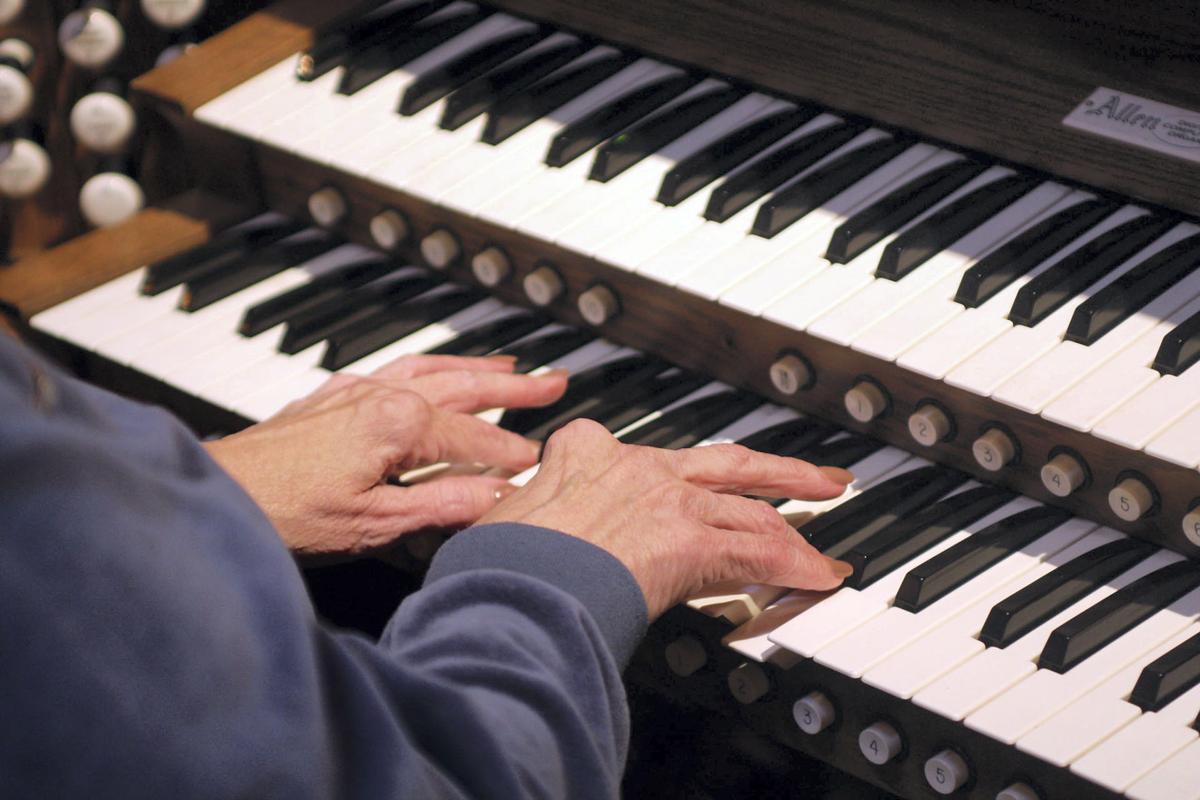 BL organist 2