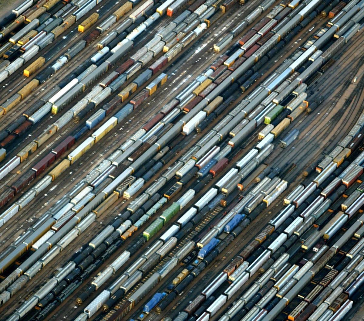 Union Pacific, BNSF paying bigger hiring bonuses amid labor