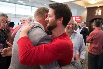Chatelain: Huddled former Husker greats capture day's spirit