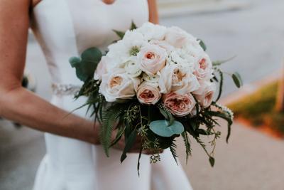 WeddingEssentialsOmaha_RealWedding_AmyJoel_ErinDunawayPhotography_027.jpg