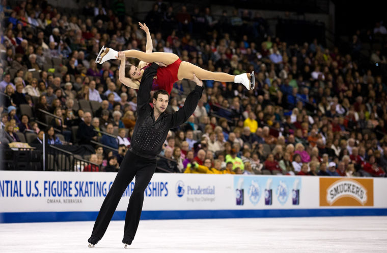 Castelli, Shnapir overcome mid-ice mistake to claim pairs crown