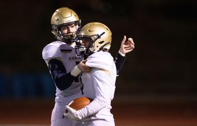Eli Hustad's four touchdowns help Top 10 No. 9 Elkhorn South top No. 10 Omaha Creighton Prep