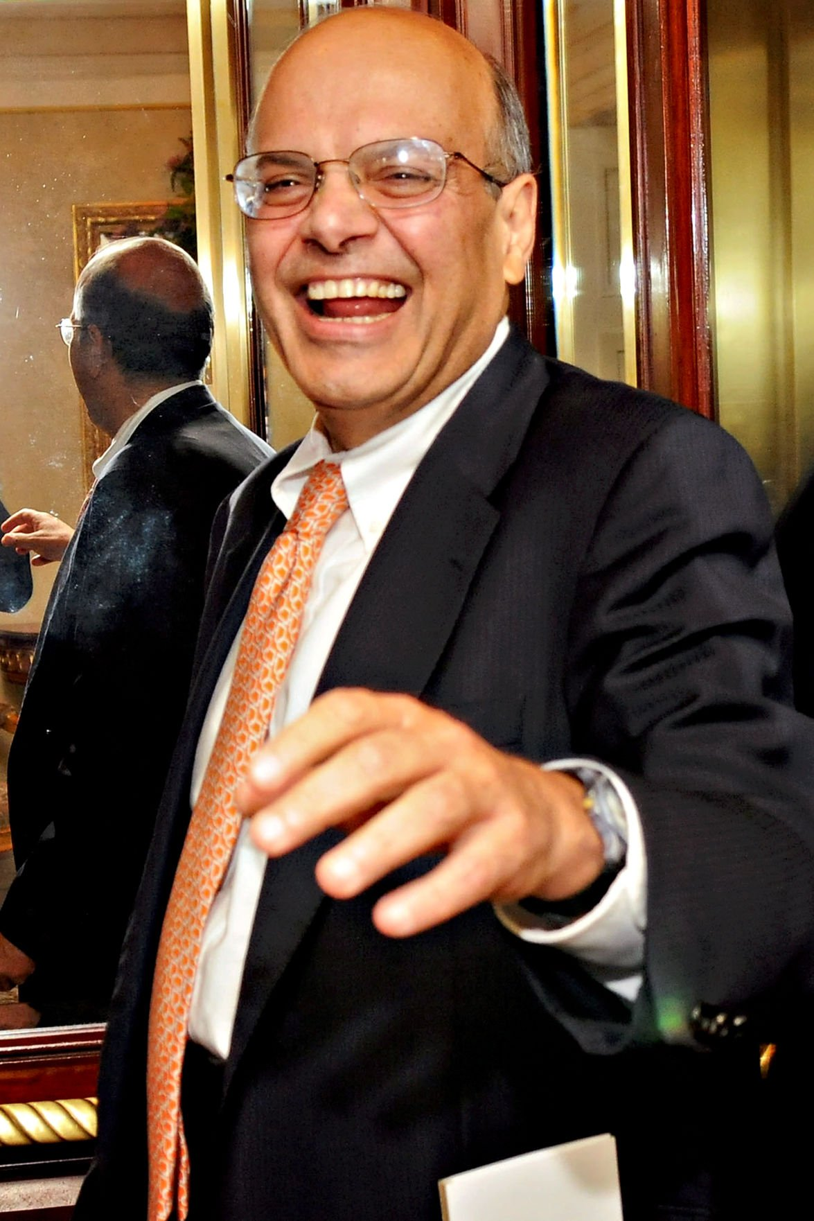 Meet Ajit Jain The Man In Charge Of Warren Buffett S