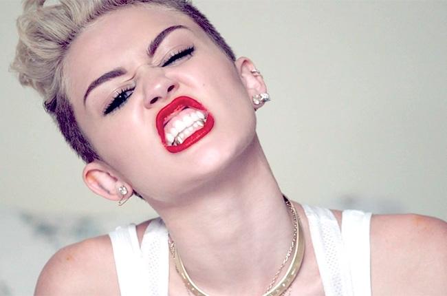 3 apologies I'm still waiting for... Ahem, Miley?