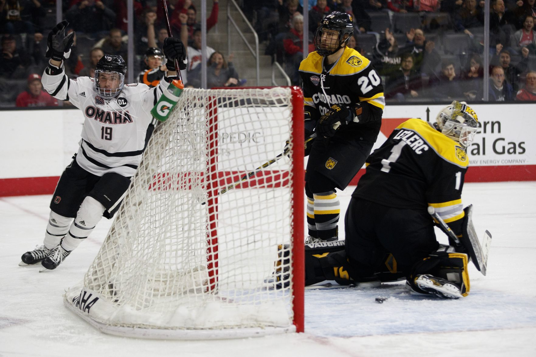 NCHC: After Honoring Former A.D. Don Leahy Pregame, No. 14 UNO Defeats Colorado College