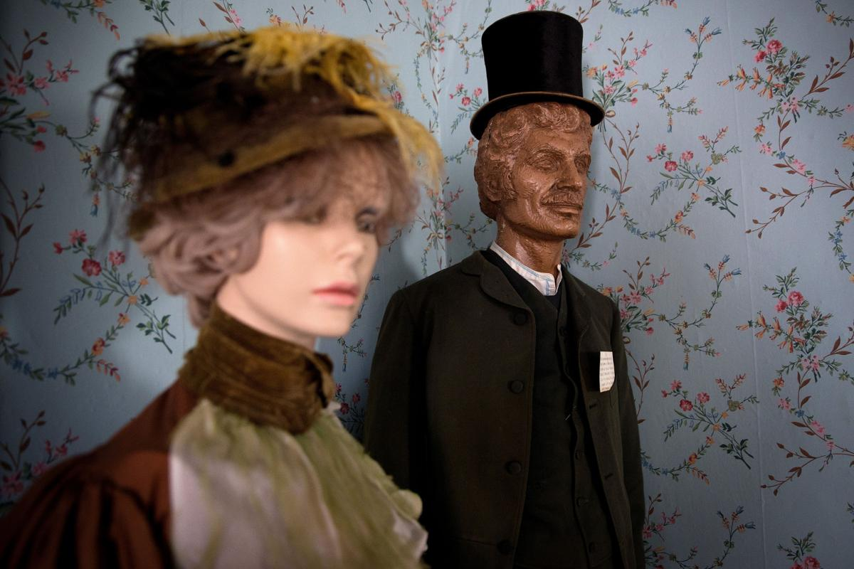 Henri museum mannequins
